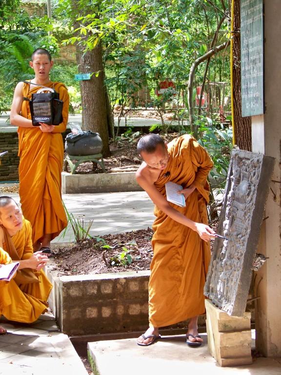 cours d'histoire de l'art religieux au Wat Umong, Chiang Mai