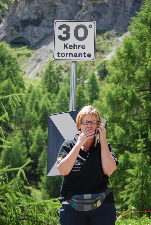 Der 1`700 Meter hohe Aufstieg zum Stelviopass, auf das Dach des Rennens, weist insgesamt 48 Kurfen auf...