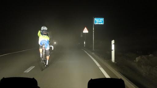 Um ca. 01.00 Uhr passierten wir den Nufenenpass. Es hatte kaum mehr als 4° , dazu blies ein heftiger Wind...