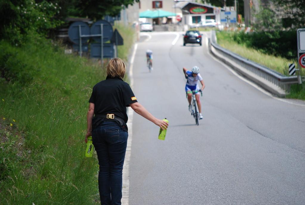 Als Corinne auf`s Gas drückte wars um mich geschehen. Ich konnte ihr Hinterrad nicht halten...