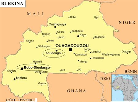 Les 10 écoles MAS se situent près de Koudougou, dans la province du Sanguié. Le Centre Den Kanu est à Bobo-Dioulasso, la seconde ville du pays, dans la province du Houet.