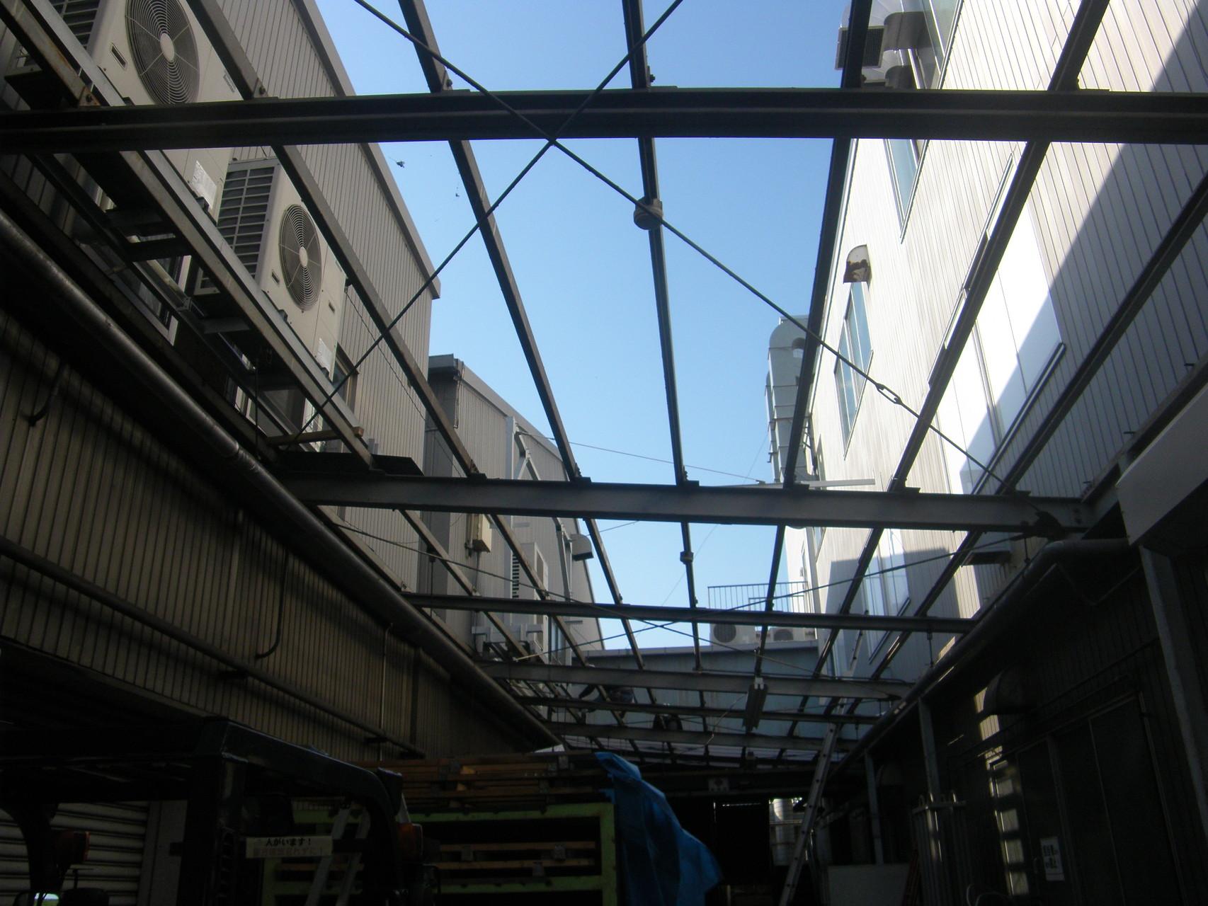 通路ポリカ屋根改修工事:工程写真