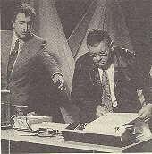Manfred Boden (derecha) con Rainer Holbe en el estudio de televisión de RTL de Luxemburgo