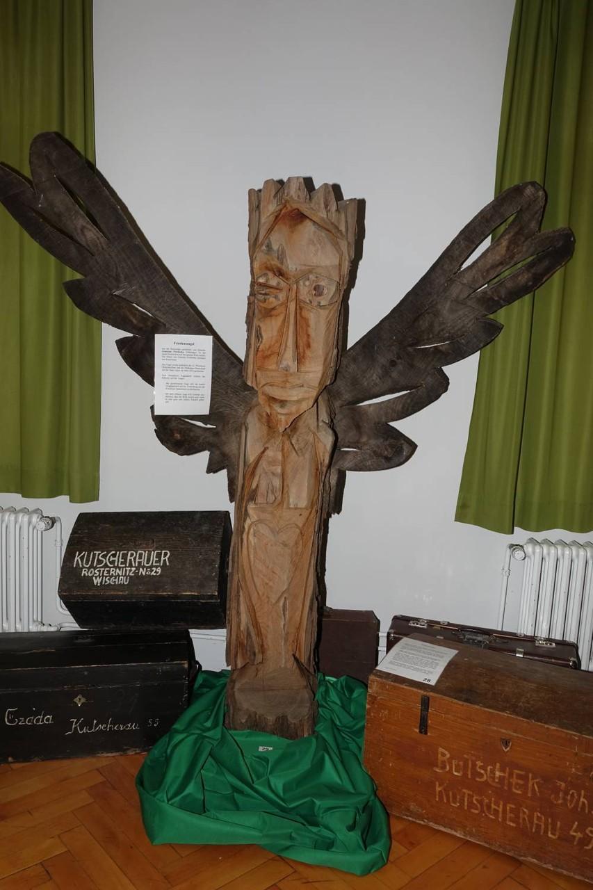 Friedensengel, 2010 für die Wischauer mit der Kettensäge geschnitzt