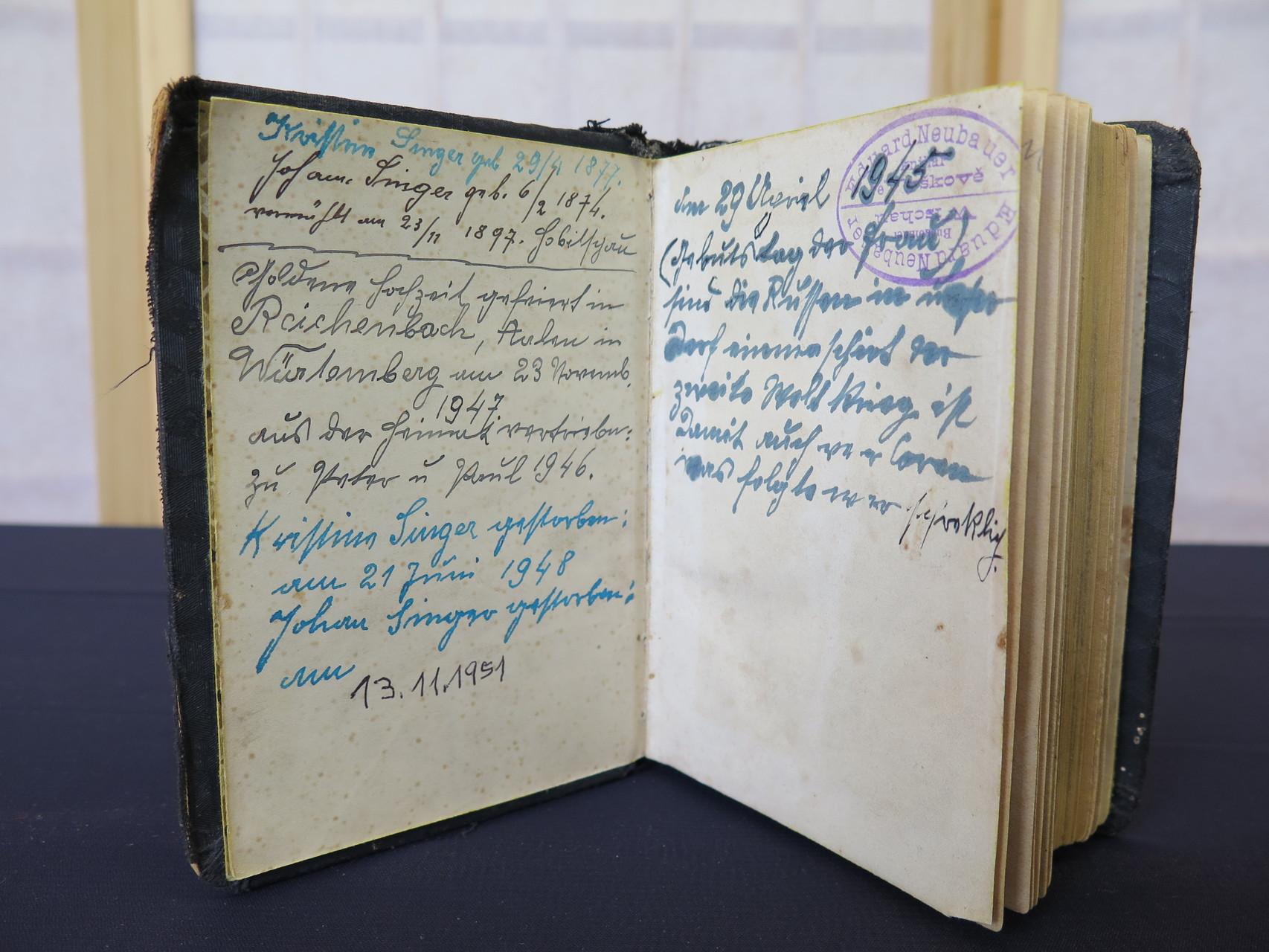 Gebetbuch mit persönlichen Aufzeichnungen