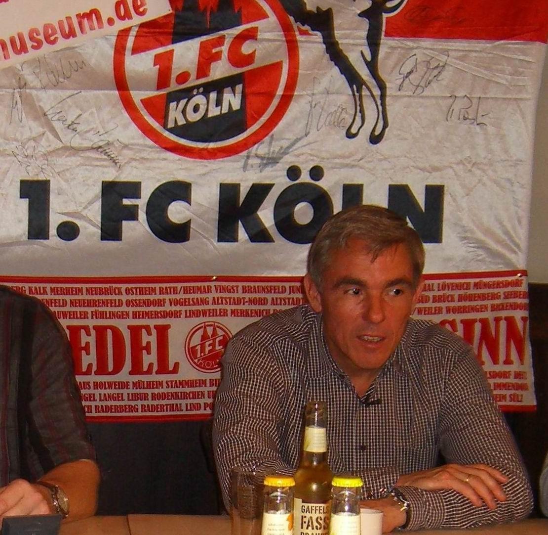 Olaf Janßen beim FC-Stammtisch, kurz bevor er Dynamo Dresden als Trainer  übernahm