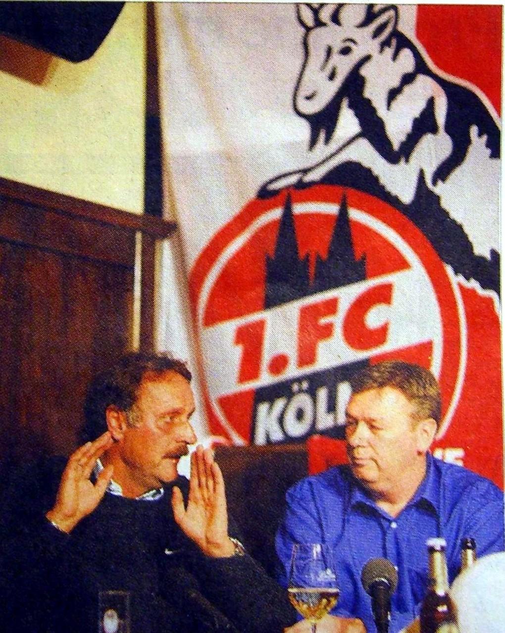 War auch mal FC-Cheftrainer. Peter Neururer bei seinem FC-Stammtisch Einsatz