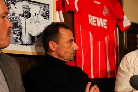 Thomas Allofs, letzter FC-Bundesliga Torschützenkönig, bei seinem Besuch im Gaffel am Dom