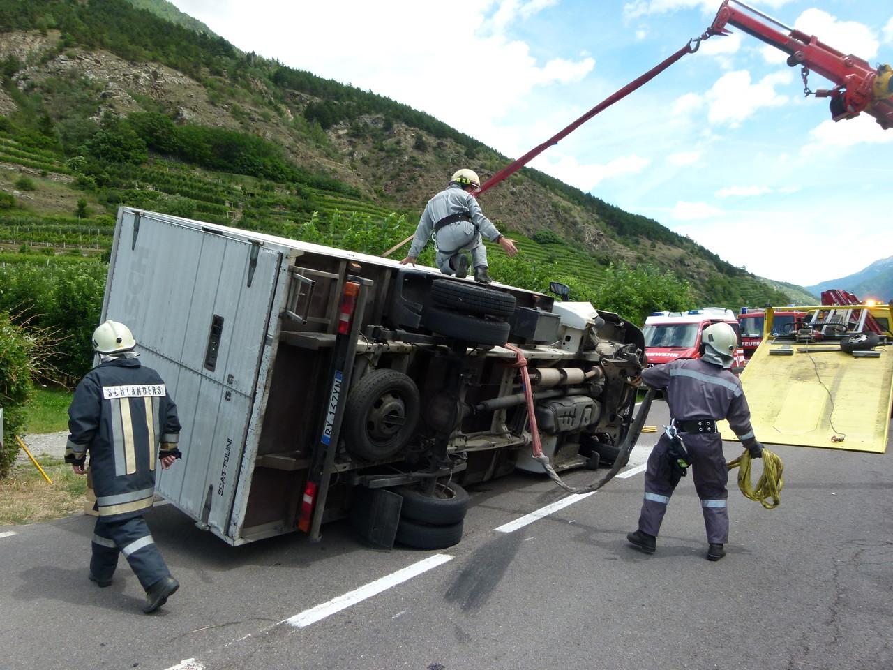 Klein LKW-Unfall Schlandraunbrücke