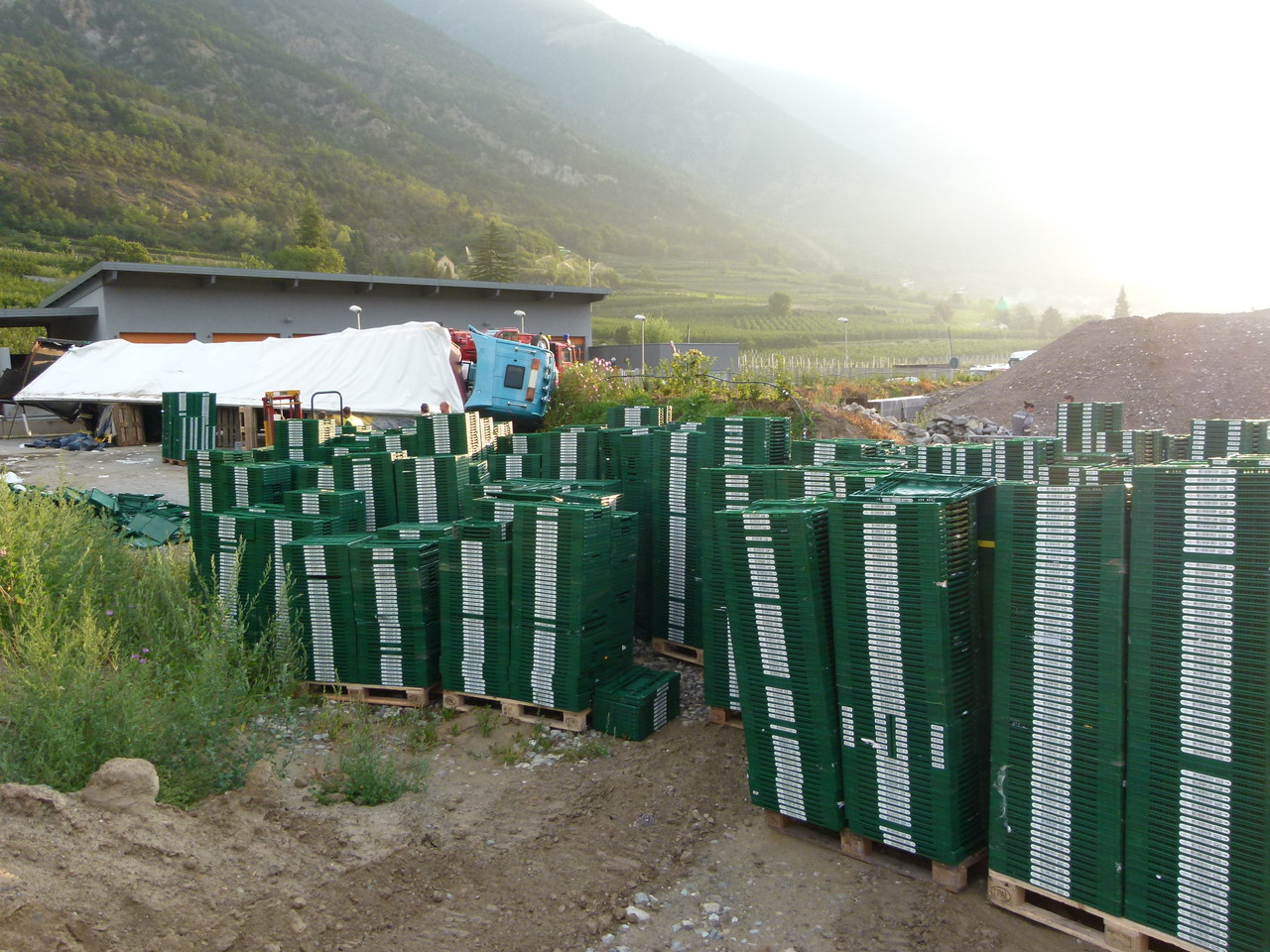 LKW-Unfall Höhe Würstelstand Vetzan