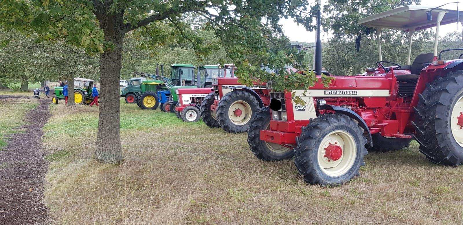 Die mitgebrachten Maschinen des Gottsbürner Agrarvereins