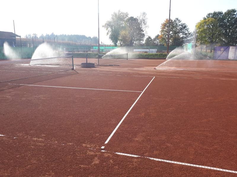 Die Bewässerungsanlage auf Platz 1 und 2 ist fertig.
