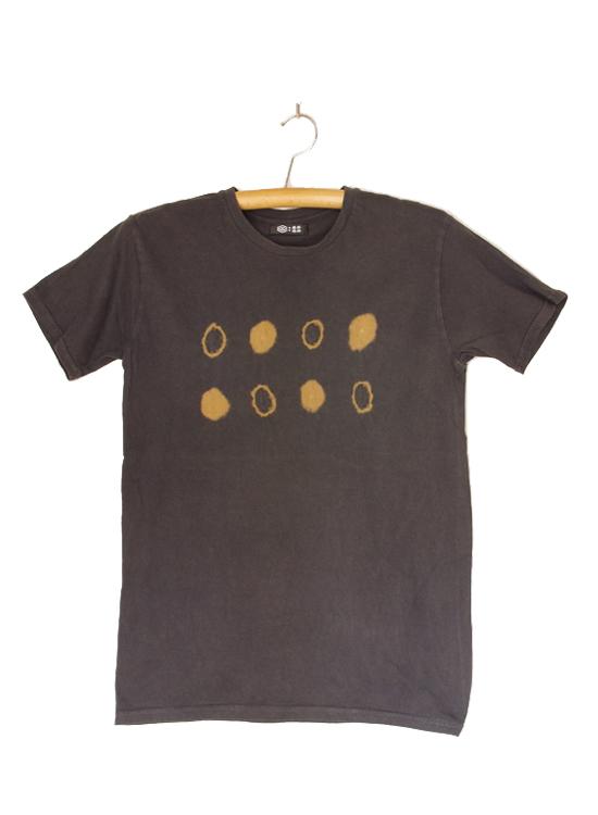 熊野番茶染め Tシャツ(御浜小石絞り・銅媒染×ログウッド染)