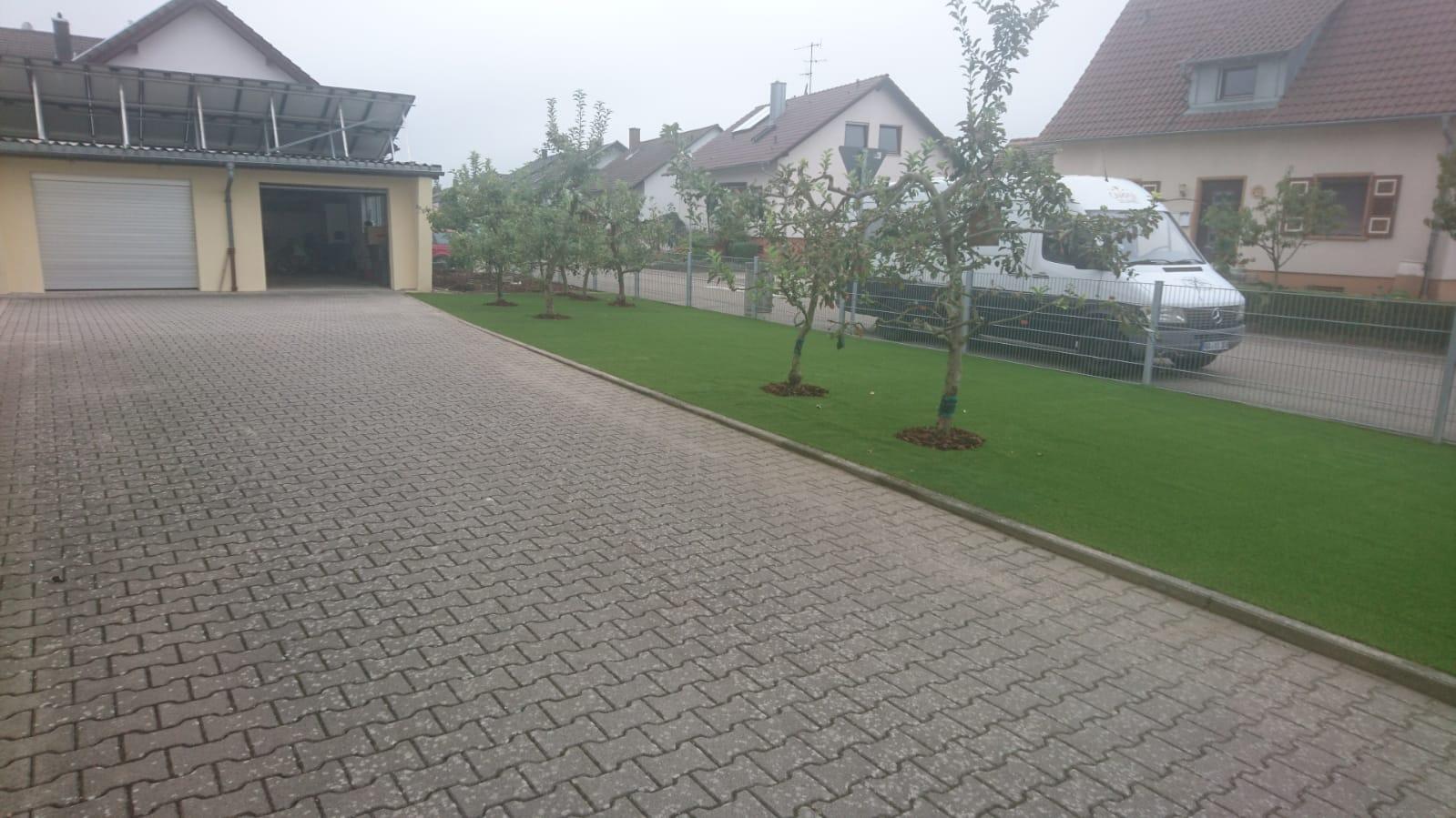 Nie mehr mähen, bewässern, düngen: Kunstrasenfläche im Landkreis Rastatt
