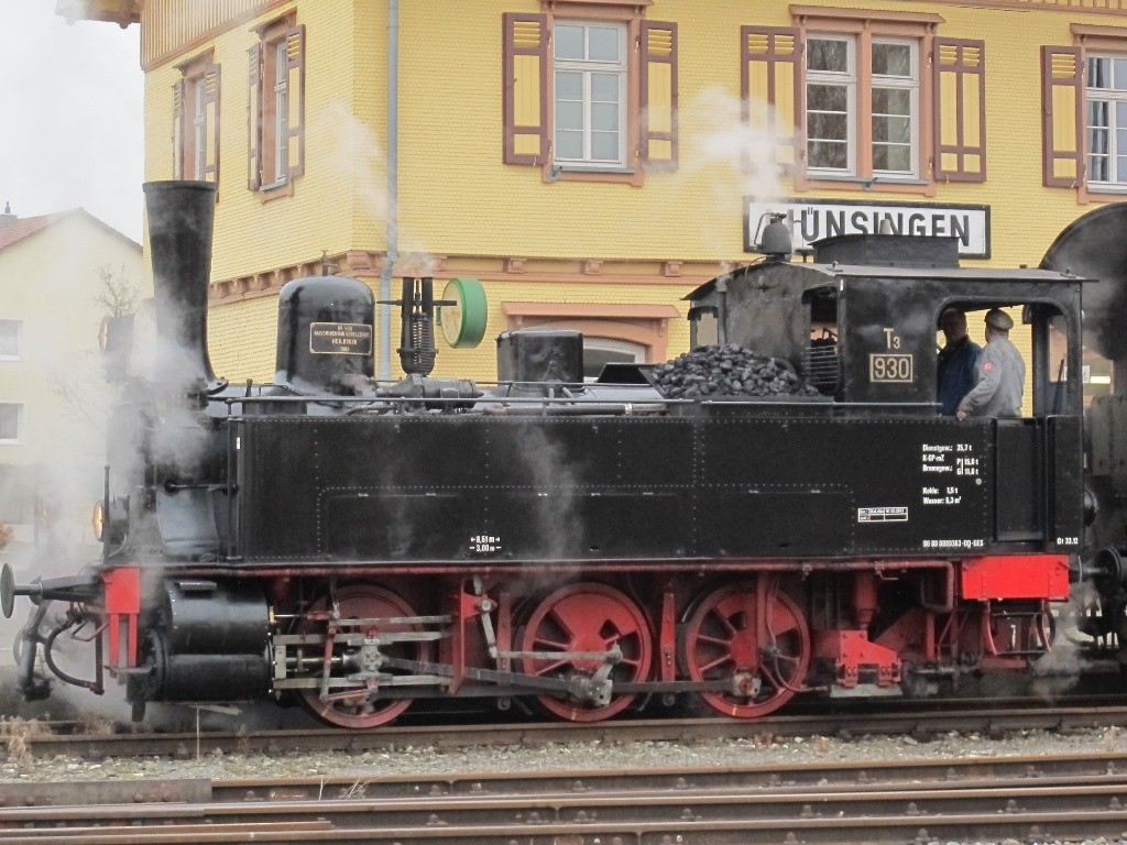 Los geht es am Bahnhof von Münsingen...