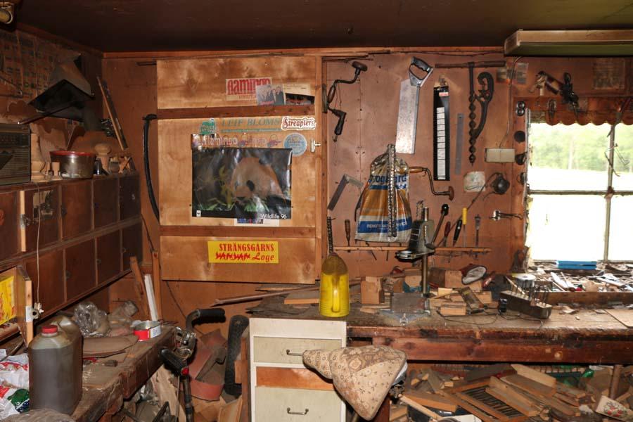 ...oh eine Werkstatt, so verlassen im Wald...