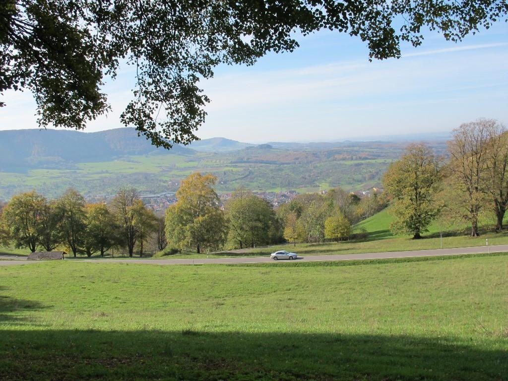 ...durch schönste Landschaft mit bunten Herbstfarben