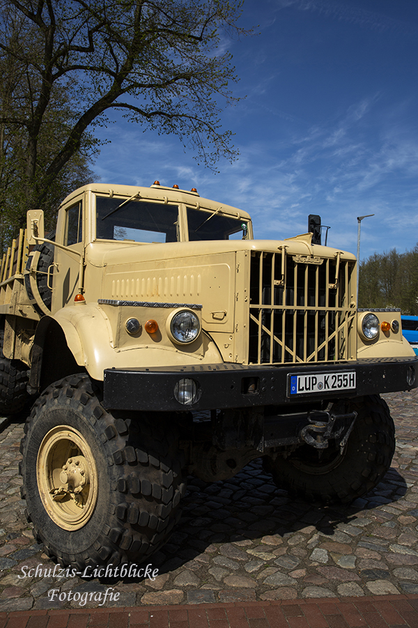 Russischer LKW (KrAZ)