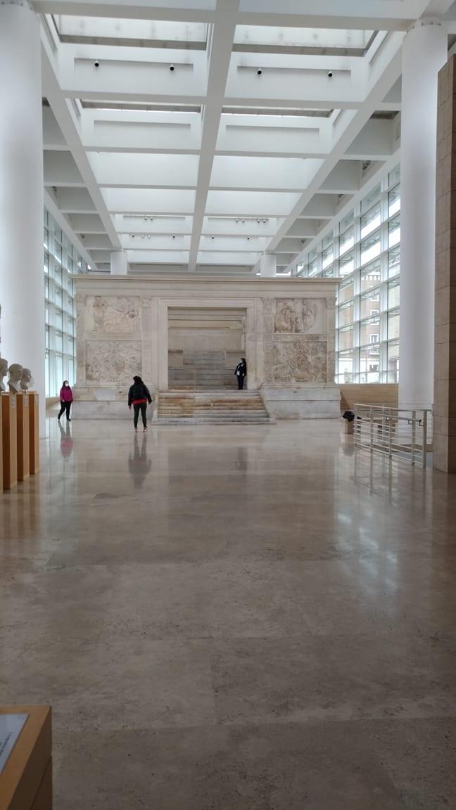 Ara Pacis - Pinte al Museo