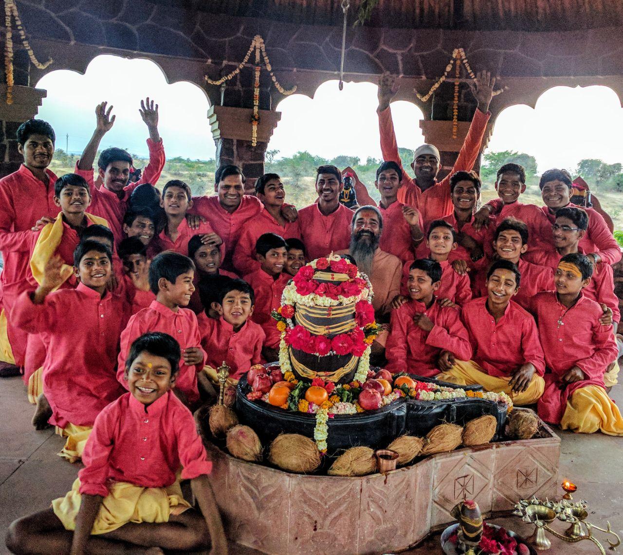 Swamiji und die Ashram Buben