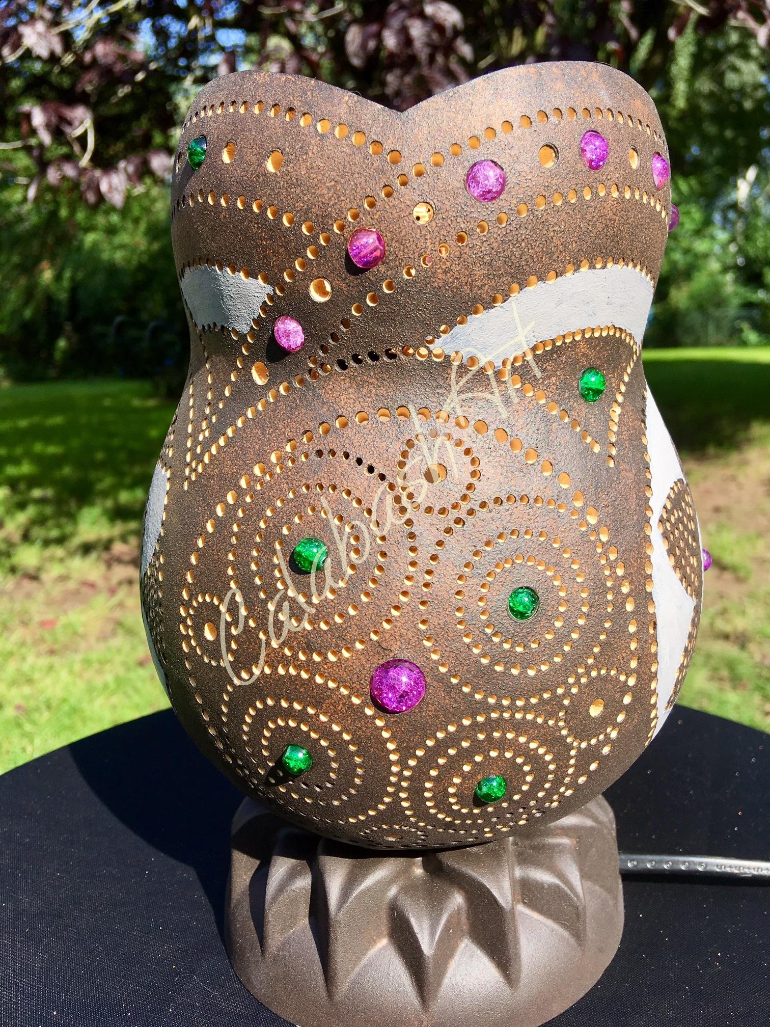 """Tischlampe, Kalebasse """"Blüten und Kreise"""" mit Keramikfuß 2, CalabashArt"""