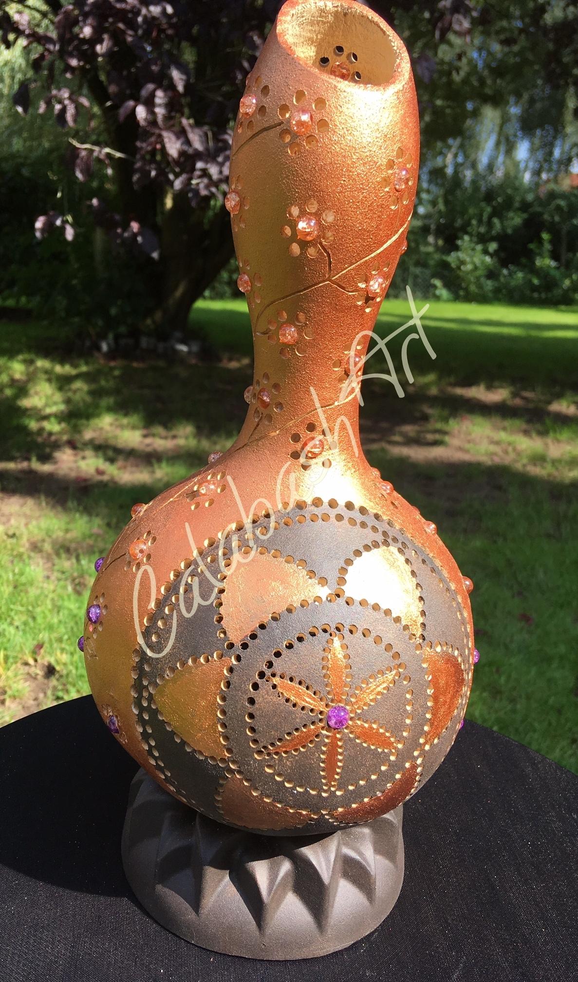 """Tischlampe, Kalebasse """"Blütenranke"""" mit Keramikfuß, CalabashArt"""