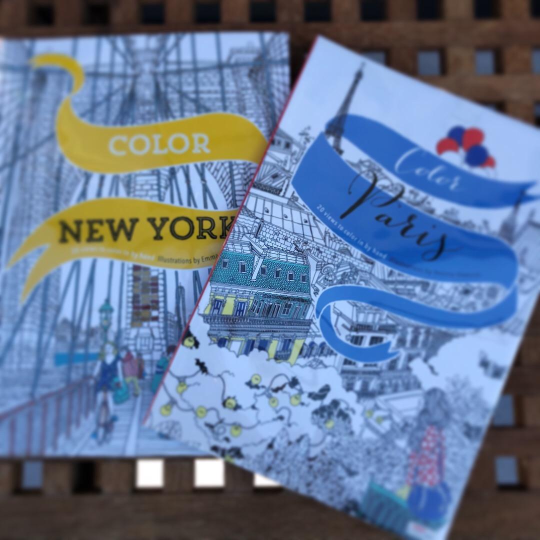 ニューヨーク、パリの観光地を描いたカラーリングブック