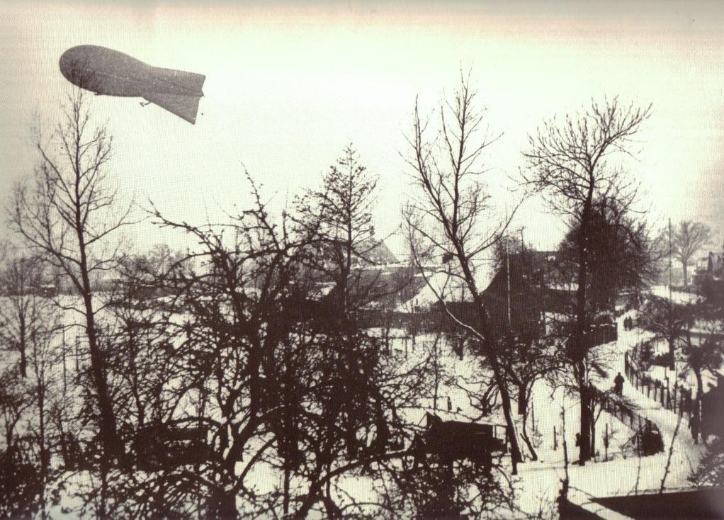 """Zwischen katholischer Kirche, """"Landstraße"""" und Weinberg, 1941"""
