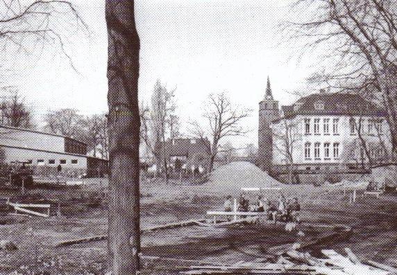 """Fundament des Erweiterungsbaues der Schule an der """"Oslebshauser Heerstraße"""", um 1960"""