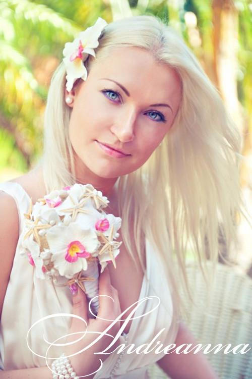 Букет невесты и украшение для волос, в одном стиле