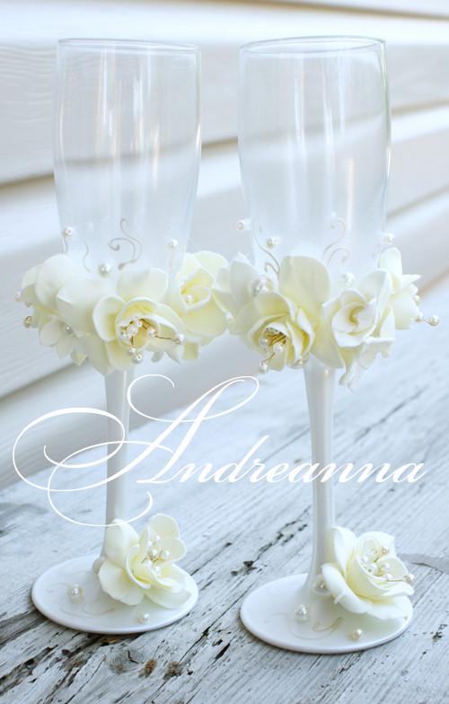 Свадебные бокалы «Жемчужная фрезия и гардения» на перламутрово-жемчужном фоне, стоимость 800грн (в любом оттенке).