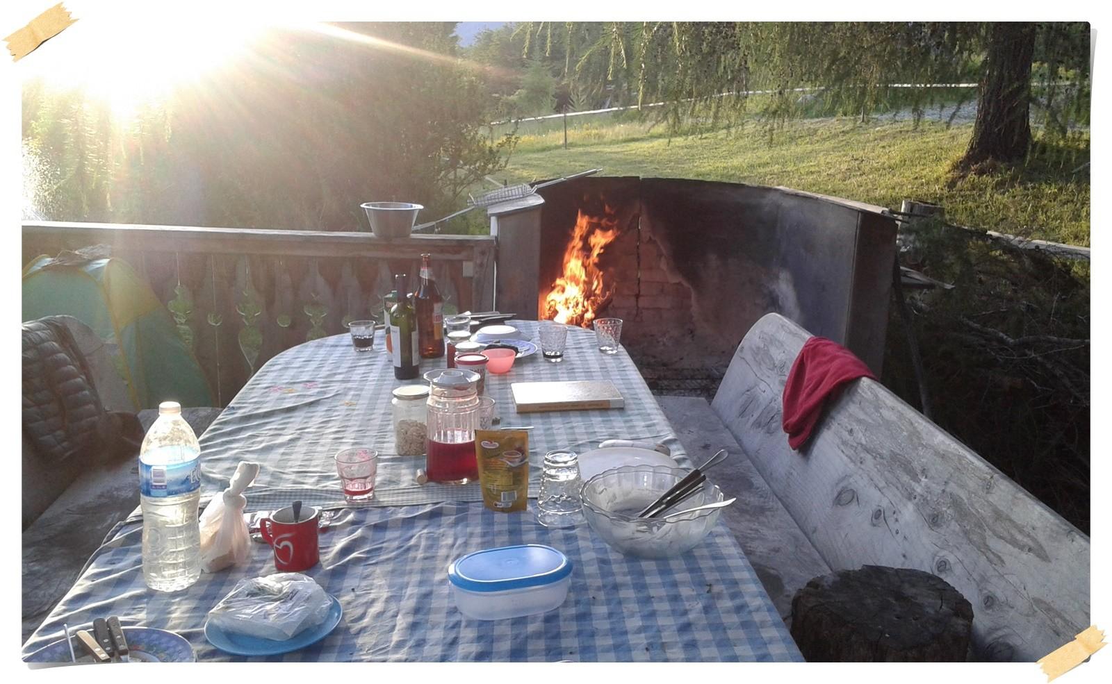 Am Abend am offenen Feuer