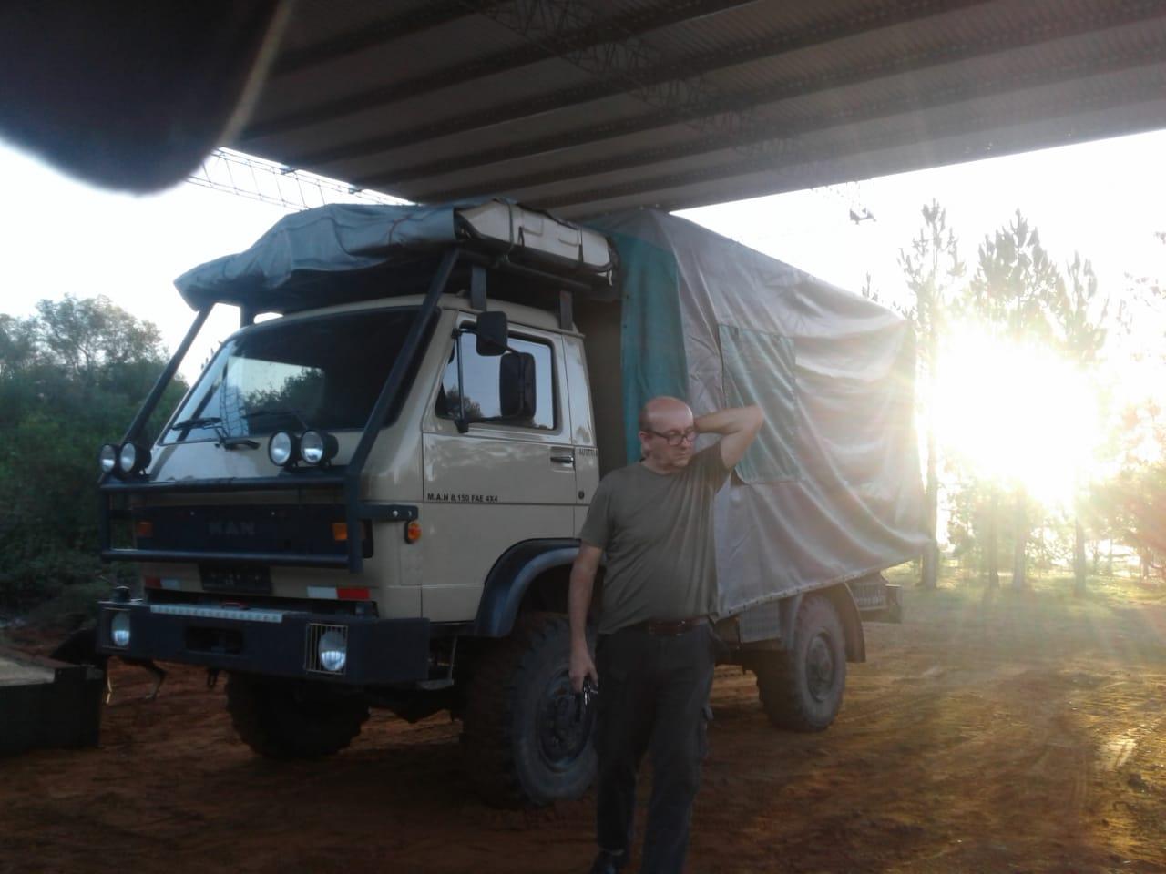 Jorge unser Host in Argentinien hat ein Dach gebaut damit unser LKW optimal stehen kann. Danke! Nuestro anfitrión ha construido un espacio de estacionamiento para que nuestro camión esté seguro. Gracias!