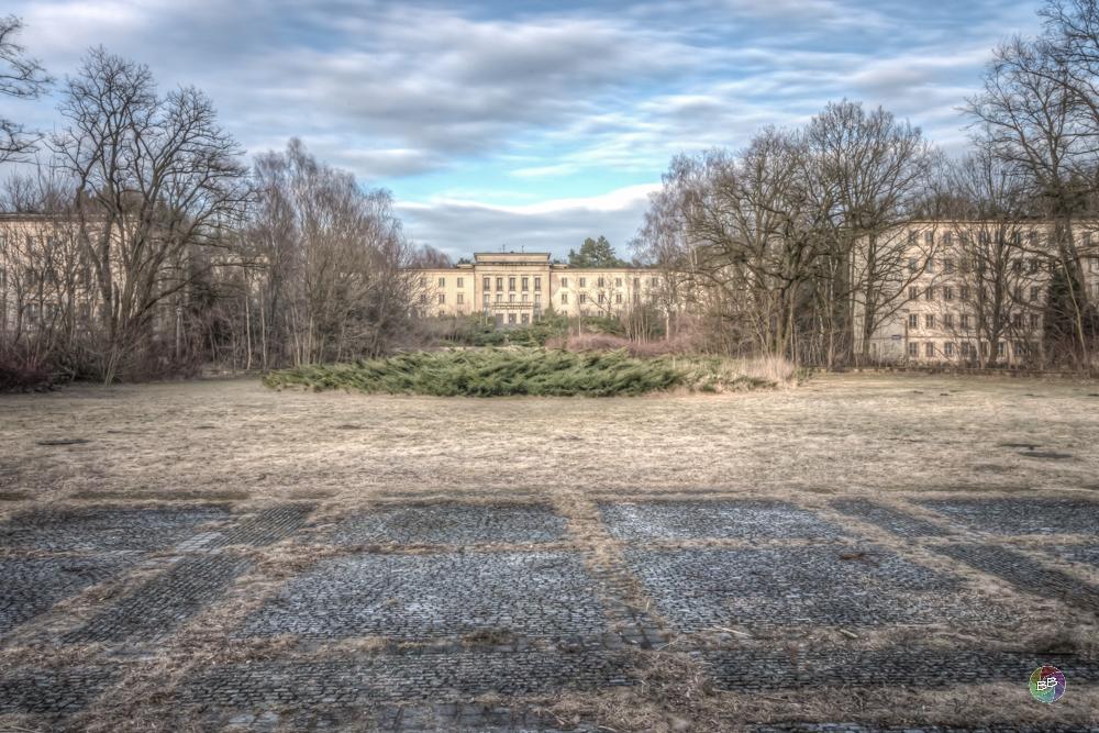 Blick auf das Hauptgebäude der Jugendhochschule der FDF