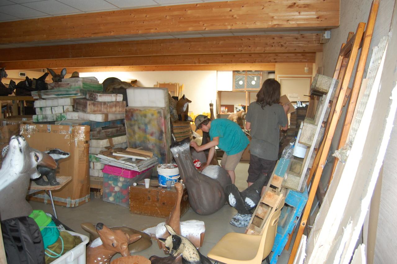 l'atelier réparation très encombré