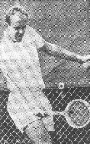 Ken Fletcher visiert den Ball an, um seine Rückhand erfolgreich im gegnerischen Feld unterzubringen können.