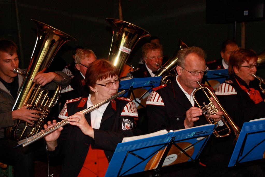 Für die Musik am Nachmittage saßen die Werbener selbst an ihren Instrumenten. Als einzige Feuerwehrkapelle im Landkreis, welche 1920 zum ersten mal gegründet wurde und 1990 wieder zum Leben erweckt wurde, gestalteten sie das Programm.