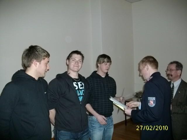 wurden zum Feuerwehrmann befördert