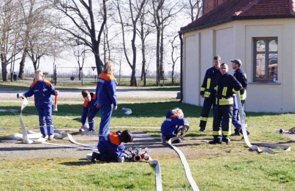 Wasserversorgung: Die Jugend bewies sich an Stationen.Foto: Hoppe