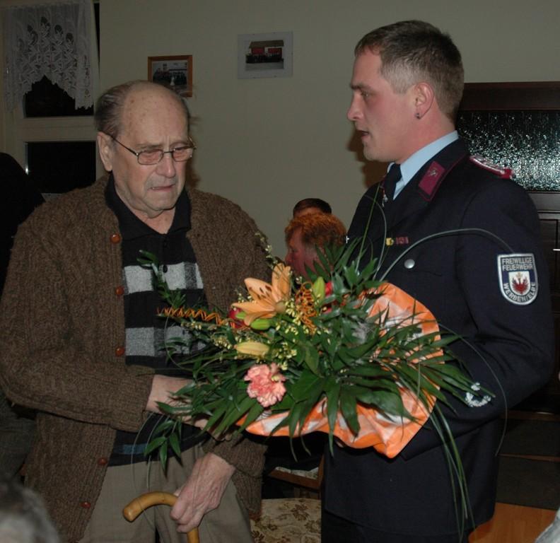 Ältestes Mitglied Willi Vorläufer und SWL Michael Nix (Foto V. Langner)
