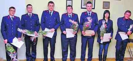 Die geehrten und beförderten Mitglieder der Feuerwehr Werben stellten sich zum Gruppenfoto auf. Foto: Schaffer