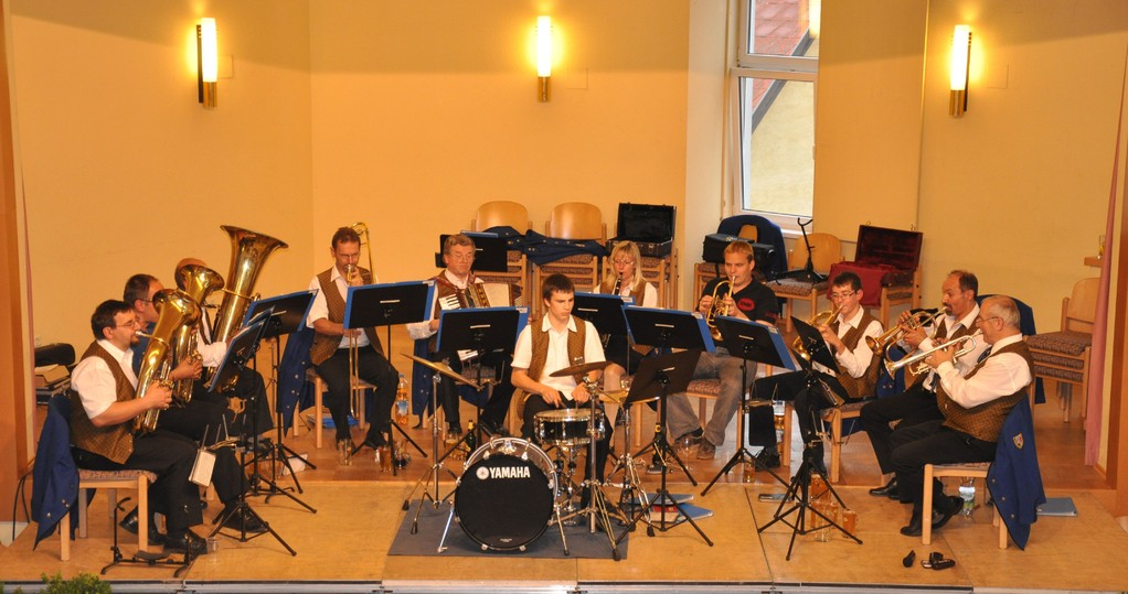 """Tag der Blasmusik am 3.Juni 2010 erstmalig im Festsaal. """"Kleine Partie"""" beim Dämmerschoppen"""