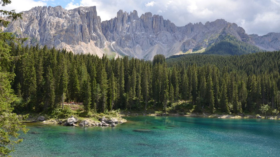 Lago di carezza con Latemar - Foto: Hofer A.