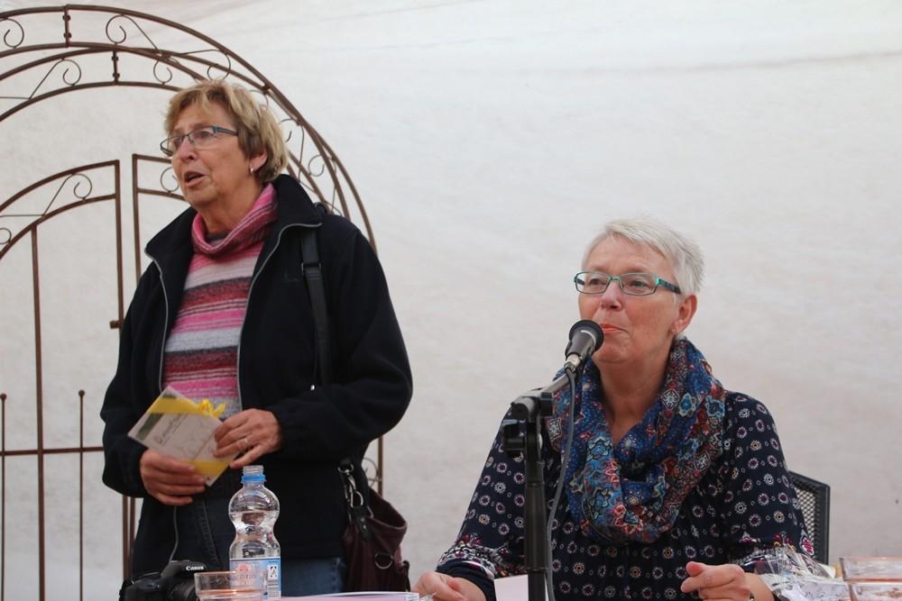 l. Karin Röder, Bürgermeisterin KG, die Herrn Bernhard Taut, Vorsitzender Umweltausschuss, vorab zu seinem Geburtstag gratulierte.