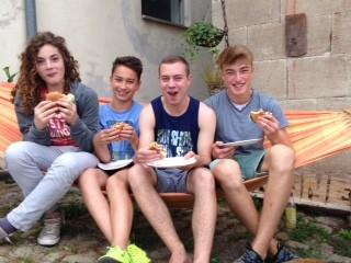 Brünnauer Jungs beim Burgeressen - Noah, Moritz, Dominik und Simon