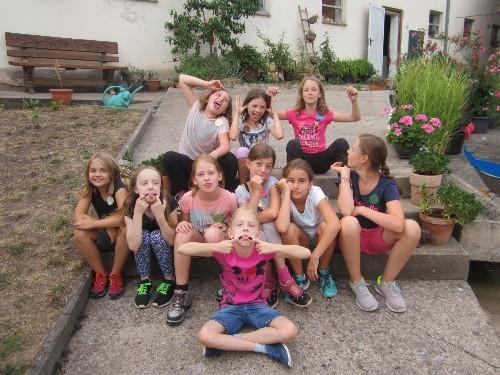 Gruppenbild  von den Geburtstagsgästen mit Luzi, macht mal blöd :-)