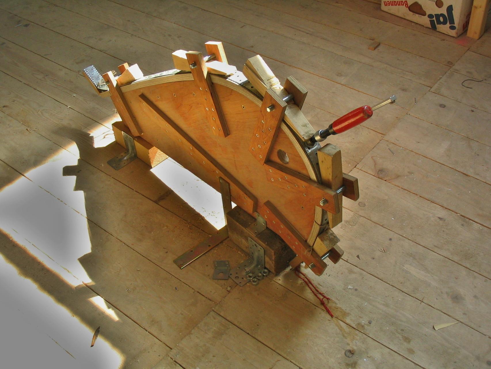 Die Steven Biegeform. Hier wird das Holzteil Dampfgebogen, welches die Form und den Halt der Bootsenden ergeben.