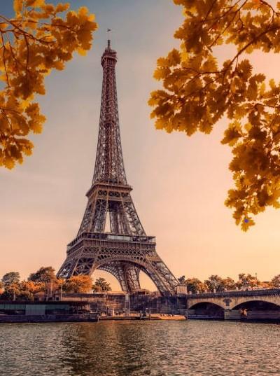 Flusskreuzfahrt auf der Seine, Seinekreuzfahrt in Deiner Reiserei, Reisebüro in Berlin Brandenburg, Paris Eiffelturm