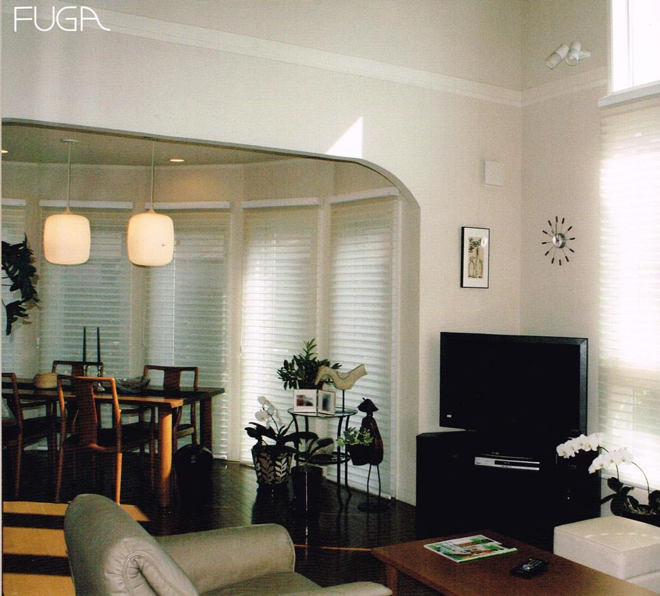 長方形の並んだ窓に、調光スクリーンFUGA