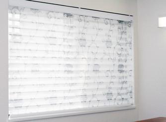 FUGAなら、ドレープカーテンと、同じ柄を調光スクリーンにプリントが可能です。